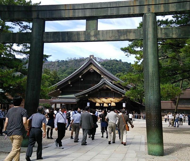 最後は拝殿前の4つ目の鳥居(銅製)