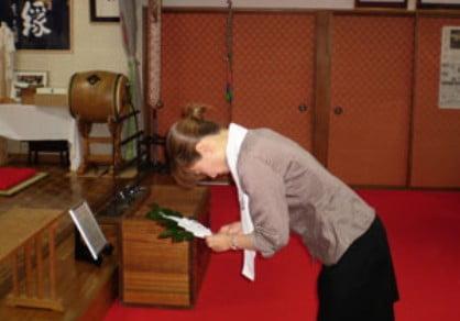 最後に「榊の枝」を神様に捧げる儀式「玉串拝礼(たまぐしはいれい)」で終了
