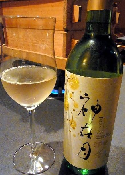 神在月(10月)には、神在月をお祈りした「特別記念ワイン」が限定発売