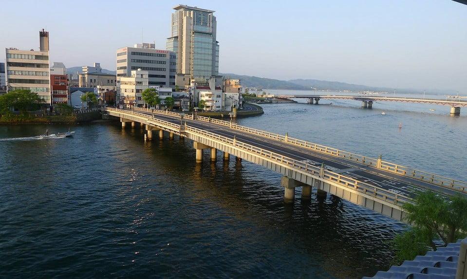 出雲大社から「松江駅(松江しんじ湖温泉」)を経由して「玉造温泉駅」までのアクセス・行き方