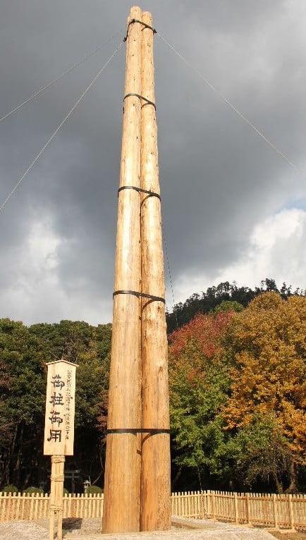 ちなみに、この「宇豆柱(うずばしら)」とは、社殿の入口付近の中央部で、屋根の垂木を支える柱のことです。