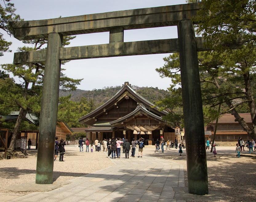出雲大社(IZUMO-OYASHIRO)・銅の鳥居(YON-NO-TORI)【重要文化財】