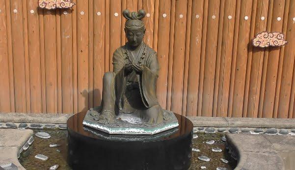 姫神さまの像
